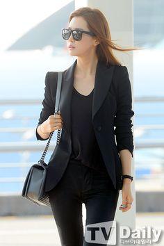 Lee Da Hae @Incheon Airport in all black ensemble...