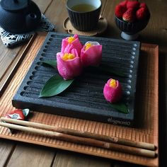 """radish with gun and gorgeous! A Japanese-style boxed lunch looking at an advanced person at """"Tsubaki Temari sushi"""" - macaroni Japanese Dishes, Japanese Food, Japanese Style, Bento Box, Lunch Box, Temari Sushi, Sushi Cake, Parts Of A Flower, Sushi Rolls"""