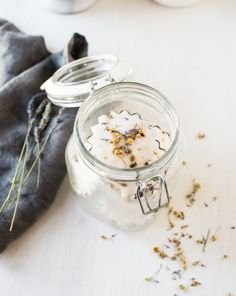 DIY: De-stress Aromatherapy Shower Tablets