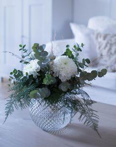 Fake Flowers, Diy Flowers, Fresh Flowers, White Flowers, Beautiful Flowers, Wedding Flowers, Faux Flower Arrangements, Deco Floral, Decoration