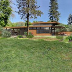 Frank Lloyd Wright's Usonian house plans inspired our Lindal Imagine Series: Warm, modern homes designed for how we live today. Frank Loyd Wright Houses, Frank Lloyd Wright Style, Prairie House, Prairie Style Houses, Franck Loyd Wright, Lindal Cedar Homes, Gros Morne, Usonian House, Looking For Houses