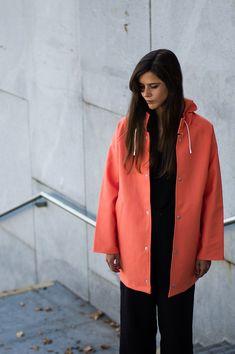 casaco impermeável cor-de-laranja