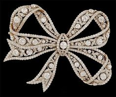 Belle Epoque Platinum and Yellow Gold Diamond Bow Brooch. Photo courtesy Yafa Jewelry of European cut diamond approx. Bow Jewelry, High Jewelry, Jewelry Design, Fashion Jewelry, Jewellery, Diamond Bows, Diamond Brooch, Diamond Pendant, Antique Jewelry