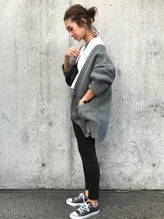 カーキニットカーデ×白T×黒スニーカーコーデ Daily Fashion, Love Fashion, Womens Fashion, Casual Wear, Casual Outfits, Asian Street Style, Fall Wardrobe, Sweater Weather, Winter Outfits