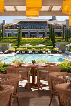 When Rosewood Sand Hill opened in 2009, it soon became a popular destination in Menlo Park for Bay Area entrepreneurs and executives as well as residents and visitors. A stylish meeting place and hotel within Silicon Valley, Rosewood Sand Hill offers a resort-like experience close to the high-t…