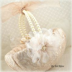 Flower Girl Basket Bridal Basket in Champagne and Ivory with Pearls and Lace Vintage Inspired. Pearl And Lace, Pearl Flower, Bridesmaid Flowers, Brides And Bridesmaids, Flower Girl Headbands, Flower Girl Dresses, Flower Girls, Diy Wedding Decorations, Flower Decorations