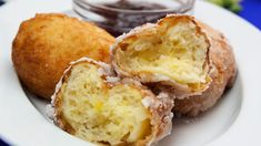 Gogoși pufoși cu lingura, deliciul care vă va reaminti de frumoasele clipe ale copilăriei. Veți rămâne plăcut surprinși de un gust excelent, deoarece aceste gogoși minunate, pufoase și aromate sunt extraordinare. Atunci când ninge afară Romanian Food, Something Sweet, I Foods, Cornbread, Donuts, Muffin, Good Food, Brunch, Food And Drink