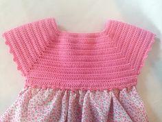 Lola Botona Málaga: Vestido Bebé Ganchillo Crochet Fabric, Crochet Tunic, Crochet Clothes, Crochet Top, Crochet Stars, Crochet Girls, Crochet For Kids, Baby Dress Patterns, Baby Knitting Patterns