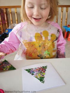 Maybe substitute fingerprints for bubble wrap. Learn with Play at home: Simple Bubblewrap Christmas Cards made by kids Christmas Crafts For Toddlers, Childrens Christmas, Preschool Christmas, Toddler Christmas, Christmas Activities, Holiday Crafts, Simple Christmas Cards, Homemade Christmas Cards, Christmas Cards To Make
