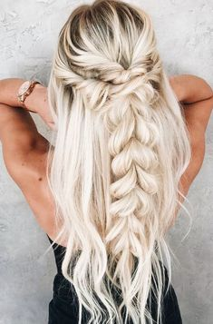 the twisted fishtail hair tutorial ; the twisted fishtail hair tutorial ; ramona ray hair styles the twisted fishtail hair tutorial ; barefoot barefoot big messy bun with headband blond fishtail hair tutorial twisted Cute Braided Hairstyles, Easy Summer Hairstyles, Popular Hairstyles, Trendy Hairstyles, Amazing Hairstyles, Prom Hairstyles Down, Hairdos, Easy Homecoming Hairstyles, Bohemian Hairstyles