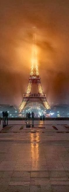 The Infinite Gallery : Foggy night at the Eiffel Tower in Paris