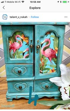 Idee per mobili funky – Recycled Furnitures Ideas Hand Painted Furniture, Funky Furniture, Paint Furniture, Repurposed Furniture, Furniture Projects, Furniture Makeover, Furniture Market, Furniture Movers, Flamingo Decor