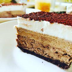 Magnifique entremet trois chocolat ❤️ on l'a réalisé en vacances quand on était en manque de gâteau 😂