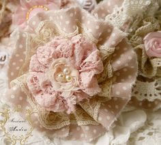 Shabby Chic Home Decor Shabby Chic Flowers, Lace Flowers, Felt Flowers, Ribbon Crafts, Flower Crafts, Fabric Crafts, Material Flowers, Fabric Flower Tutorial, Barrettes