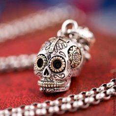 Купить Кулон Череп с крестом из серебра 925 и ювелирной стали - Кулон ручной работы