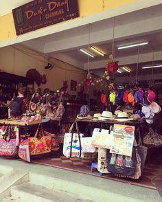 今日はホイアンのCHARMING gift shopさんに訪問してきました。食器類などセール中なのでお買い得ですよ❗️ #ホイアン土産 #お土産 #ホイアン旧市街 #Souvenir #バック #bag #hoian #remakefeedbag #セール