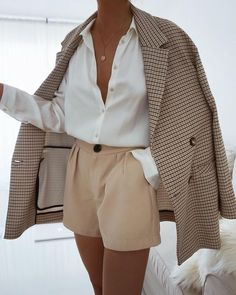 Lass dich inspirieren: Business Outfit Damen Get inspired: business outfit women # Office clothes # Office outfit Source by aleasophy Khaki Blazer, Look Blazer, Blazer Suit, Casual Blazer, Brown Blazer, Check Blazer, Blazer Dress, Sleevless Blazer, Casual Suit Jacket