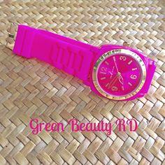 REL-0005 Reloj Rosado con Esfera Dorada y Correa de Caucho, Acero Inoxidable, RD$900.00