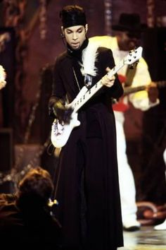Photo: American Singer Prince (Prince Rogers Nelson) on Stage at the Naacp Image Awards 1999 : 18x12in