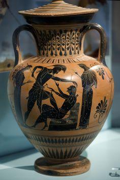 Ancient Greek Art, Ancient Greece, Greek Warrior, Greek Pottery, Creta, Pottery Painting, Antique Books, Prehistoric, Pottery Designs