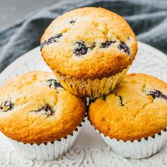 Is there anything better than a delicious bakery-style blueberry muffin? Ultra moist almond flour blueberry muffins from scratch are quick and easy to make! This low carb paleo blueberry muffins re… Keto Blueberry Muffins, Almond Flour Muffins, Blue Berry Muffins, Coconut Flour, Cream Cheeses, Key Lime, Stevia, Low Carb Keto, Low Carb Recipes