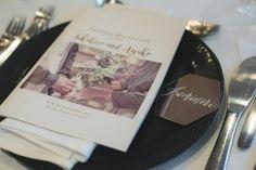 手作りすれば1枚80円。流行りの六角形×ミラー席札のとっても簡単な作り方 | ARCH DAYSペーパーアイテム 席札 装飾アイテム / WEDDING | ARCH DAYS Polaroid Film, Paper, Weddings, Home Made, Wedding, Marriage