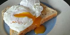 Poached Eggs in Vinegar and Water - Very Easy - EverybodyLovesItalian.com