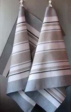 The best choice for your kitchen! Eco friendly and natural! Set Of 2 Organic Dish Towels. The uses of these Eco-friendly Linen Cotton Tea Towels Grey Tea Towels, Linen Towels, Dish Towels, Hand Towels, Loom Weaving, Hand Weaving, Weaving Projects, Coton Biologique, Weaving Techniques