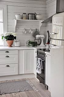 Love the clean space-saving cottage kitchen design. The shelf with with bracing bar across for holding cups or stabilization.~~~~Love this kitchen for the white and cabinets and boards~~~ Vintage Kitchen, Kitchen Remodel, Kitchen Decor, Home Decor, Cottage Kitchen, Kitchen Dining Room, Country Kitchen, Home Kitchens, Kitchen Design