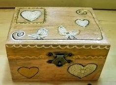 cutie lemn 11x8x6 cm, pictata (acrilice), antichizata si lacuita manual