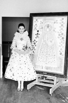 1968 Vanderbilt was a true renaissance women. Beyond her keen interest in fashion and acting, she also painted. Here, she wears a dress by Adolfo that matched her painting. Illuminati, Beige Wedding Dress, Wedding Dresses, Carter Cooper, Anderson Cooper, East Of Eden, Gloria Vanderbilt, Couple Posing, Dress Making