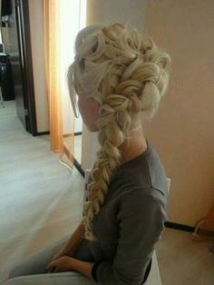 Absolutely loving this! Elsa hair from the animation Frozen. Want to learn how to do this. Just in case I ever grow my hair out lol ; Love Hair, Great Hair, Awesome Hair, Pretty Hairstyles, Wedding Hairstyles, Frozen Hairstyles, Braided Hairstyles, Braided Updo, Hairstyles Haircuts