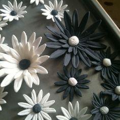 Large gum paste daisies