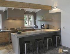 Ikea Kitchen projects with Koak Design. Hier is de grijze muur mooi met wit plafond