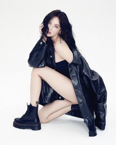 In recent years, it is said that the most popularity of Korean female stars is Kim Hyun-ah. Whether in South Korea or abroad, the popularity of Kim Hyun-ah is very high. Hyuna Fashion, Look Fashion, Fashion Outfits, Girl Fashion, Dr. Martens, Hyuna Photoshoot, Korean Girl, Asian Girl, Hyuna Kim