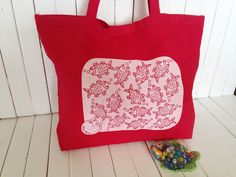 Etsy のScreen Printed Heavy Canvas Tote bag - Jumbo Red Tote - Market Tote Bag - Eco Friendly Reusable Grocery bag - Hawaii Illustration fish&cat(ショップ名:artminacafe)