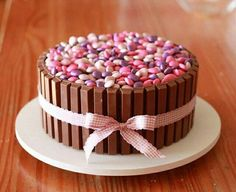 Bolo Kit Kat e mm's Torta Candy, Candy Cakes, Cupcake Cakes, Torta Kit Kat, Kit Kat Recipes, Delicious Desserts, Dessert Recipes, Recipes Dinner, Dinner Ideas