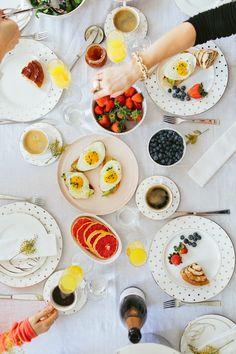 我們看到了。我們是生活@家。: 家裡餐廳的美好,少不了桌上的美味佳餚!好好享用早午餐吧!