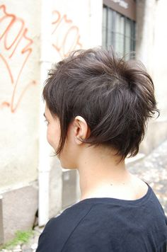 playing long/short  by wip-hairport, via Flickr--and the back. Awesomeness.  @Nadia Durham could my hair pull this off?