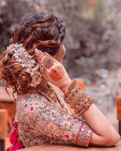 Stunning Hairstyle for Indian Brides Stunning Hairstyle for Indian Brides Zahra Zolfaghari Tattoo einfach Beautiful Indian Brides MUA Aarushi Makeup Artist Photography nbsp hellip Bridal Hairstyle Indian Wedding, Bridal Hair Buns, Indian Wedding Hairstyles, Indian Bridal Outfits, Indian Bridal Fashion, Bride Hairstyles, Bridal Henna, Bridesmaid Hairstyles, Lehenga Hairstyles