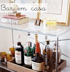 Como fazer um bar útil e charmoso para deixar a decoração da sala linda, festiva e cheia de bossa
