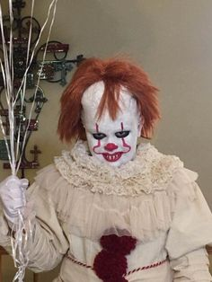 Check out this DIY costume tutorial for the creepiest, most awesome Pennywise 2017 costume. Try it for your Halloween costume, if you dare. Scary Kids Costumes, Halloween Costumes Kids Homemade, Clown Halloween Costumes, Cool Halloween Makeup, Halloween Costume Contest, Diy Costumes, Costume Ideas, Scariest Halloween Costumes Ever, Halloween Halloween