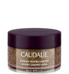 El exfoliante Crushed Cabernet de #Caudalie exfolia, alisa y potencia los efectos de un tratamiento anti-celulitis. Su composición natural con 6 aceites esenciales y pepitas de uva, deja a tu piel suave y tersa.