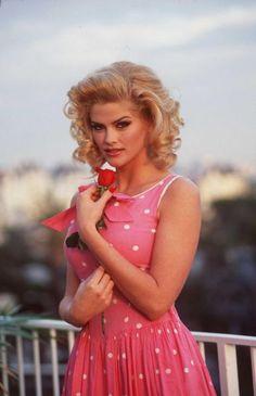 anna nicole..she was so pretty
