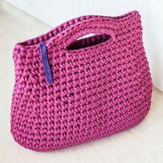 Minimalist Rose Everyday Bag/ Ladies Handbag/ Casual Bag/ Shopper Bag/ Everyday Woman's Bag/ Crochet Bag of Cotton Recycled Chunky yarn by KnitKnotKiev on EtsyHandmade crochet purse made of t-shirt (zpagetti, trapillo) yarn. Bag Crochet, Chunky Crochet, Crochet Handbags, Crochet Purses, Chunky Yarn, Crochet Hooks, Cotton Crochet, Tshirt Garn, Diy Crafts Crochet