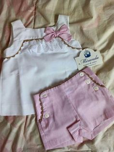 New Ideas Moda Infantil Feminina Molde Baby Outfits, Little Girl Outfits, Kids Outfits, Baby Girl Dress Patterns, Dresses Kids Girl, Girls, Baby Kind, My Baby Girl, Baby Girl Fashion