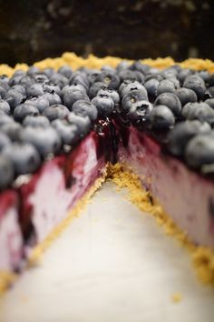 Cheesecake de arandanos Easy Cake Recipes, Cupcake Recipes, Sweet Recipes, Cheese Toast Recipe, Chocolate Cheesecake Recipes, Blueberry Cheesecake, Almond Cakes, Drip Cakes, Sweet And Salty