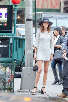 Alexa_Chung_Gray_Calvin_Klein_Sweater_Dress.jpg 678×1,024 pixels