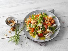 Linsensalat mit Schafskäse und Walnüssen Eat Smarter, Bruschetta, Food And Drink, Ethnic Recipes, Iris, Fall Salad, Salads, Salad Ideas, Food Portions