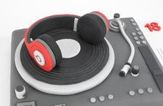 Beats headphones cake, beats, music cake, music notes, fondant music notes, dj booth cake, fondant dj cake, fondant record, fondant mixing desk